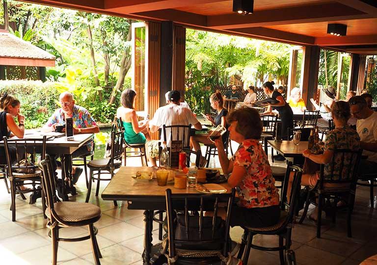 バンコク観光 ジムトンプソンの家(Jim Thompson House) レストランのテラス席
