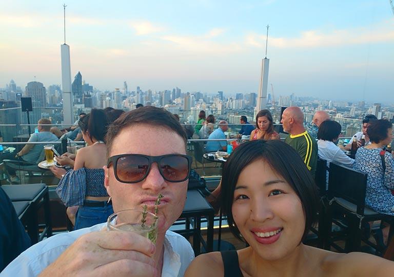 バンコク観光 ルーフトップバー「オクターブ(Octave)」 NicolaとEna