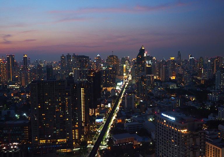 バンコク観光 ルーフトップバー「オクターブ(Octave)」 夜景
