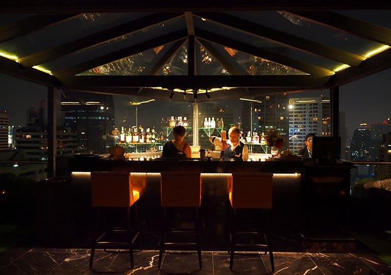 バンコク・アソーク駅近くのおすすめホテル レンブラント ホテル(Rembrandt Hotel) バー「1826 Mixology & Rooftop Bar」
