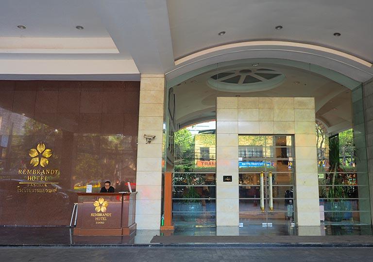 バンコク・アソーク駅近くのおすすめホテル レンブラント ホテル(Rembrandt Hotel) 入り口