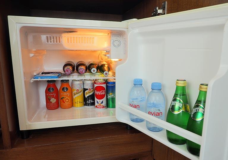バンコク・アソーク駅近くのおすすめホテル レンブラント ホテル(Rembrandt Hotel) 部屋の冷蔵庫