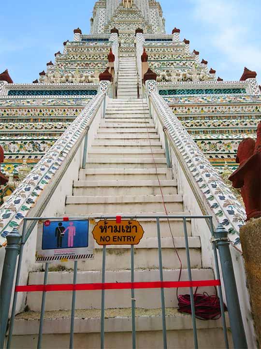 バンコク観光 ワットアルン(Wat Arun)大仏塔のNo Entryの表示