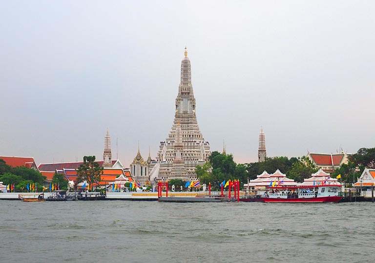バンコク観光  チャオプラヤー川(Chao Phraya River)