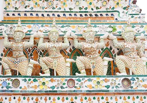 バンコク観光 ワットアルン(Wat Arun) 大仏塔のヤックとモック