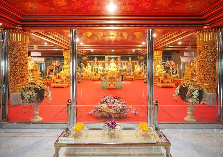 バンコク観光 ワットパクナム(Wat Paknam)4階のルアン・ポーソッド師の金製仏像