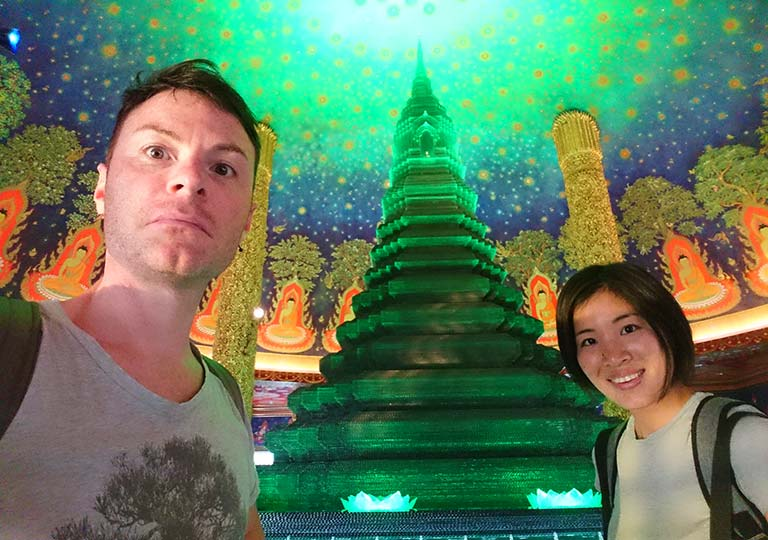 バンコク観光 ワットパクナム(Wat Paknam) 天井画とセルフィー