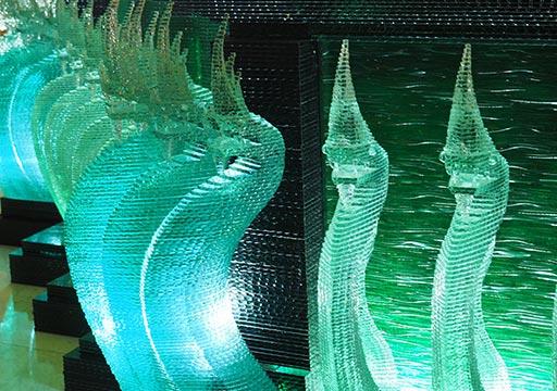 バンコク観光 ワットパクナム(Wat Paknam) 緑の仏塔 蛇神ナーガのガラスの像