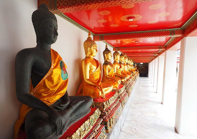 バンコク観光 ワットポー(Wat Pho)ウボーソット(本堂)の回廊の仏像