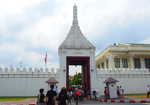 バンコク観光 ワットプラケオ(Wat Phra Kaew) 入り口