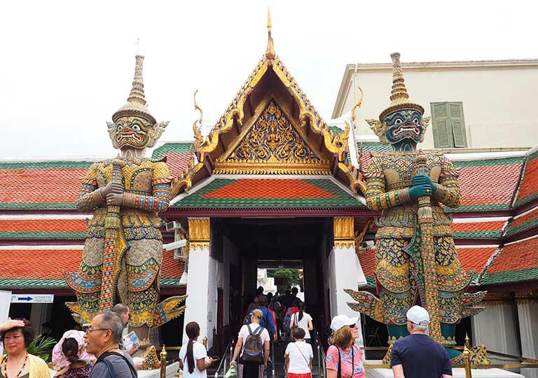 バンコク観光 ワットプラケオ(Wat Phra Kaew) 王宮の入り口