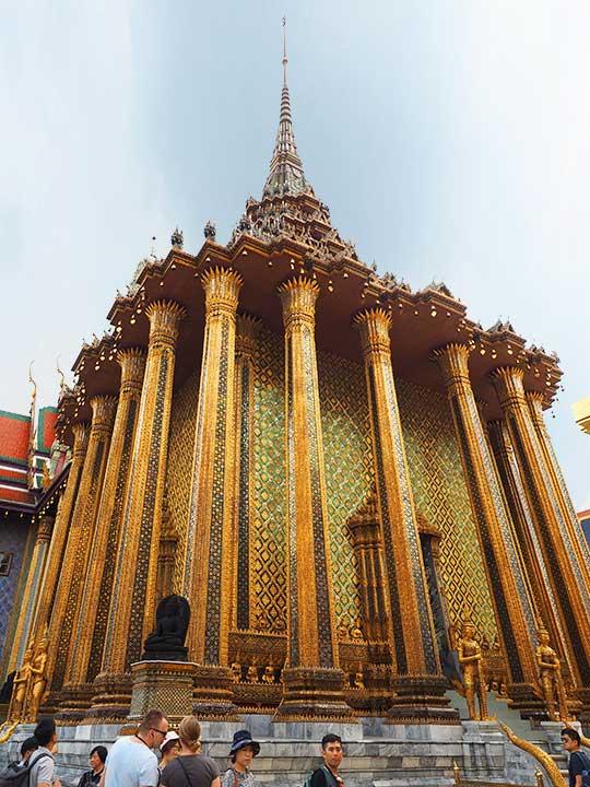 バンコク観光 ワットプラケオ(Wat Phra Kaew) プラ・モンドップ