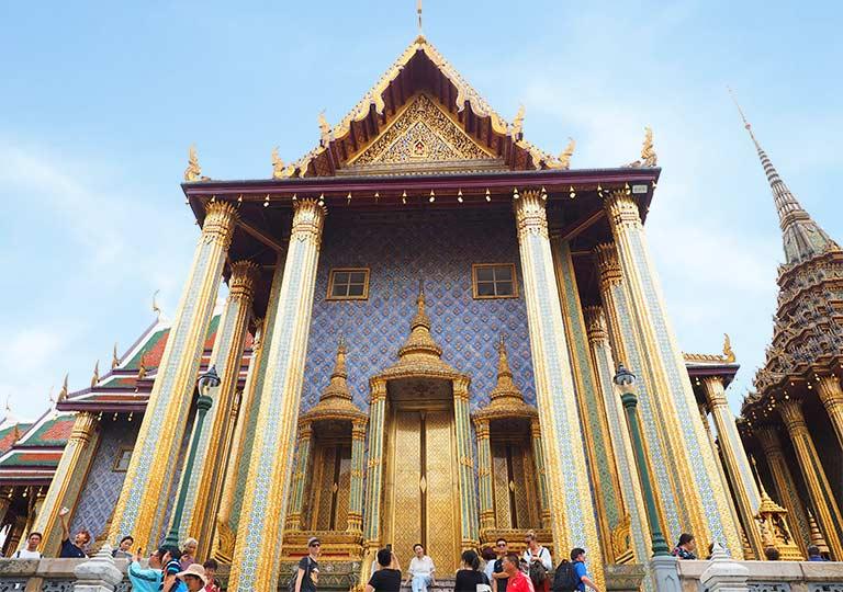 バンコク観光 ワットプラケオ(Wat Phra Kaew) プラサート・プラ・テープビドーン