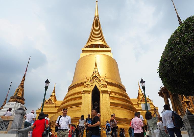 バンコク観光 ワットプラケオ(Wat Phra Kaew) プラ・シー・ラッタナー・チェディ