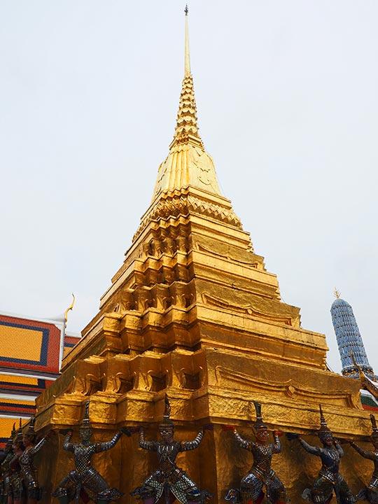 バンコク観光 ワットプラケオ(Wat Phra Kaew) プラ・スワンナ・チェディ