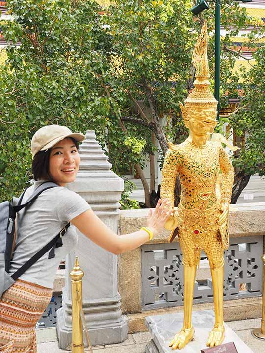 バンコク観光 ワットプラケオ(Wat Phra Kaew) 像とエナ