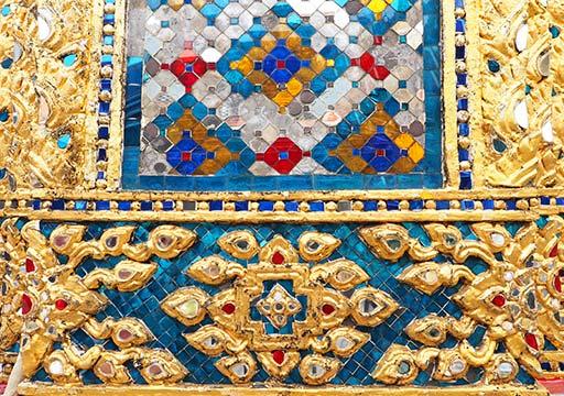 バンコク観光 ワットプラケオ(Wat Phra Kaew) タイル装飾