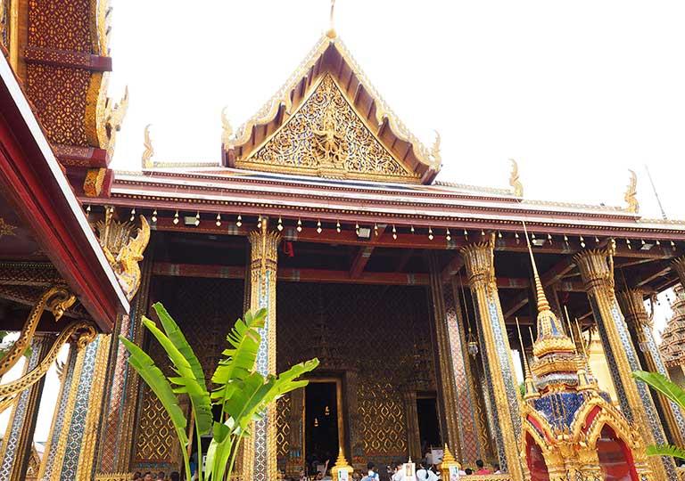 バンコク観光 ワットプラケオ(Wat Phra Kaew) ウボーソット(本堂)