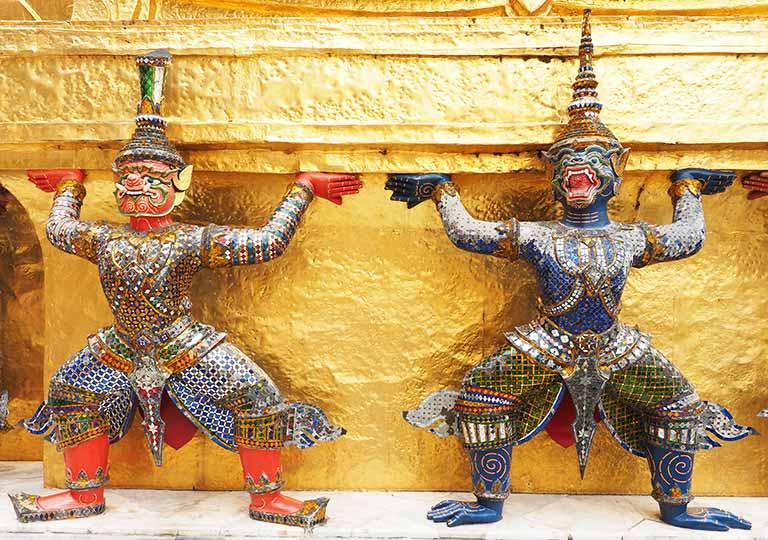 バンコク観光 ワットプラケオ(Wat Phra Kaew) プラ・スワンナ・チェディ ヤック(鬼)とモック(猿神)