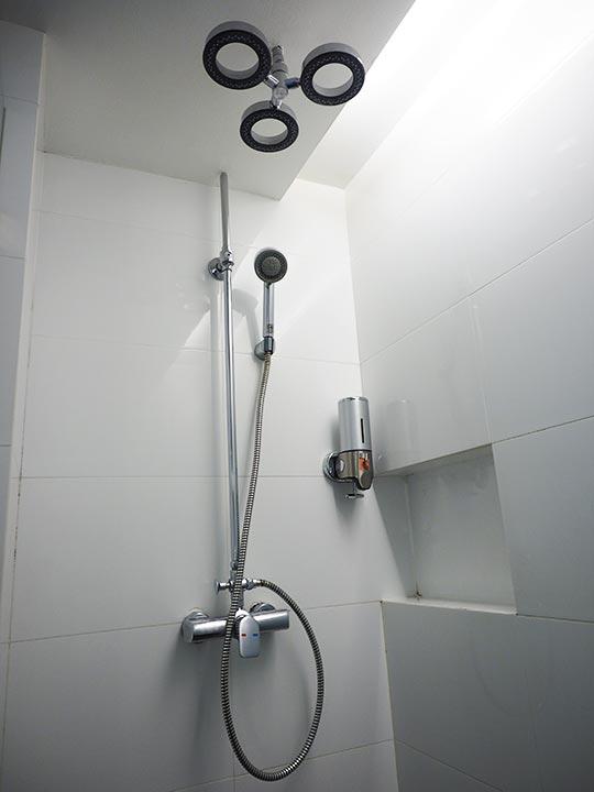 バンコク・スクンビットの格安ホテル シティ ポイント ホテル(CityPoint Hotel) 客室のシャワー室