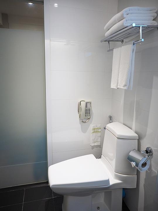 バンコク・スクンビットの格安ホテル シティ ポイント ホテル(CityPoint Hotel) 客室のトイレ