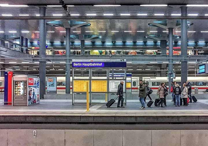 ミュンヘンとベルリンの移動方法 ベルリン中央駅の画像