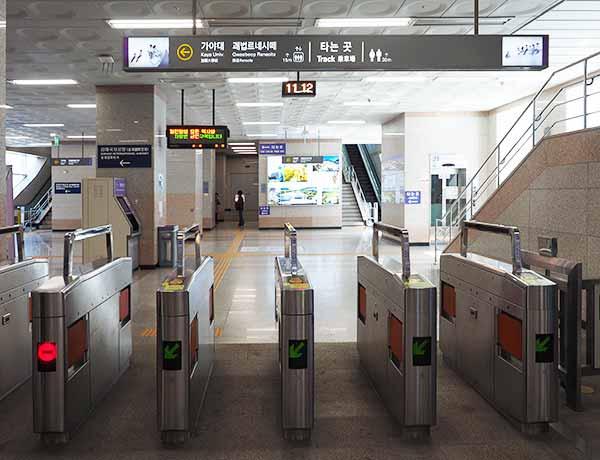 釜山金海空港から市内のアクセス 釜山金海軽電鉄の改札
