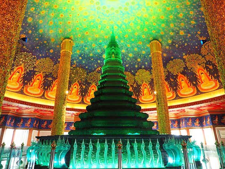 「バンコク・ワットパクナムの行き方、服装、見所は?幻想的な天井画にうっとり」 トップ画像
