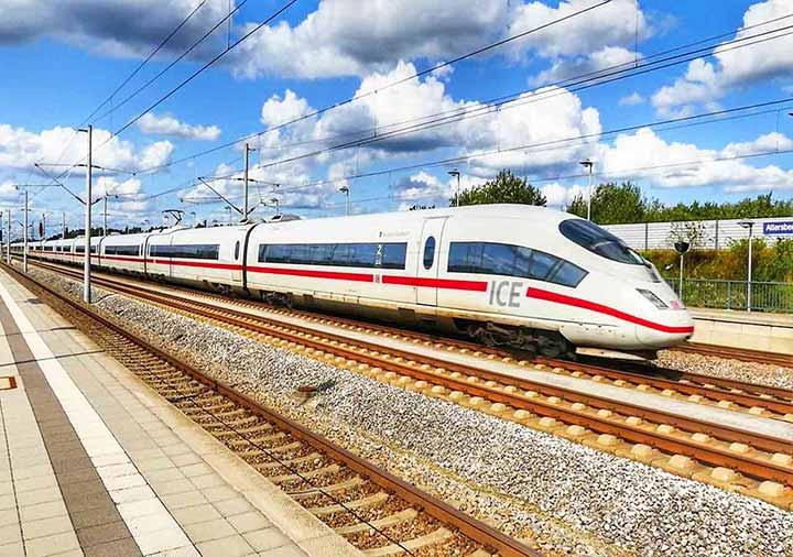 ミュンヘンとベルリンの移動方法 ICE列車の画像