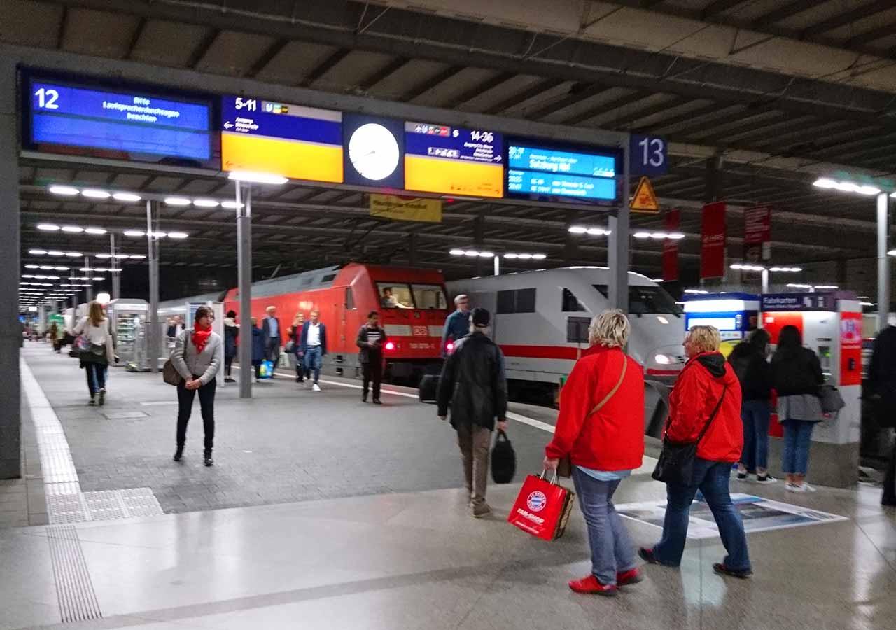 ミュンヘンからウィーンの移動方法 ミュンヘンの駅の画像