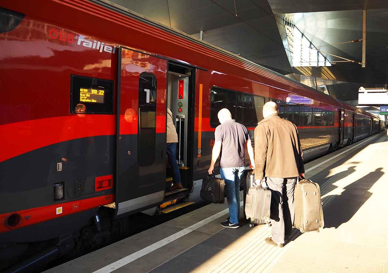 ミュンヘンからウィーンの移動方法 レイルジェット(Railjet)の画像