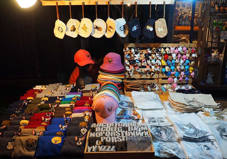 バンコク観光 チャンチューイ・クリエイティブパーク(Chang Chui Creative Park)ショップ 犬柄の雑貨