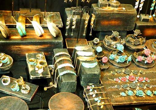 バンコク観光 チャトゥチャックウィークエンドマーケット(Chatuchak Weekend Market) デザイナーのアクセサリー
