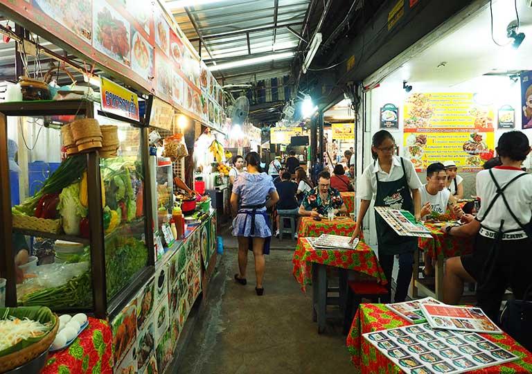 バンコク観光 チャトゥチャックウィークエンドマーケット(Chatuchak Weekend Market) レストラン街