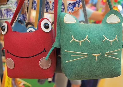 バンコク観光 チャトゥチャックウィークエンドマーケット(Chatuchak Weekend Market) 手工芸品ショップ バッグ