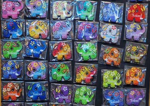 バンコク観光 チャトゥチャックウィークエンドマーケット(Chatuchak Weekend Market) 手工芸品ショップ 象マグネット