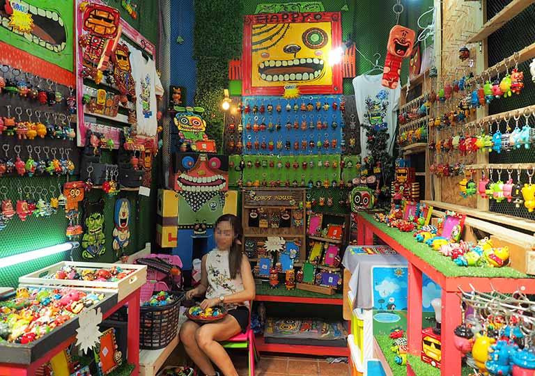 バンコク観光 チャトゥチャックウィークエンドマーケット(Chatuchak Weekend Market) 手工芸品ショップ