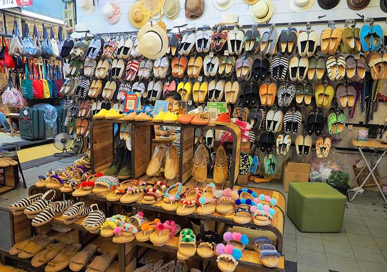 バンコク観光 チャトゥチャックウィークエンドマーケット(Chatuchak Weekend Market) サンダル