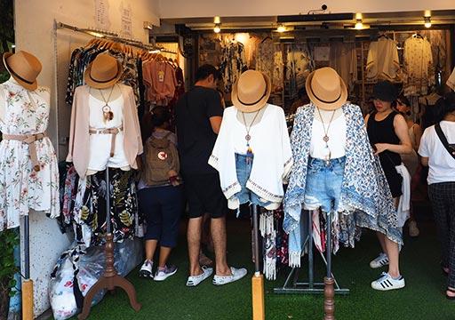 バンコク観光 チャトゥチャックウィークエンドマーケット(Chatuchak Weekend Market) 洋服