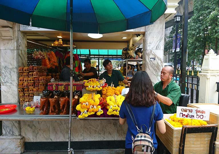 バンコク観光 エラワン廟 境内の売店