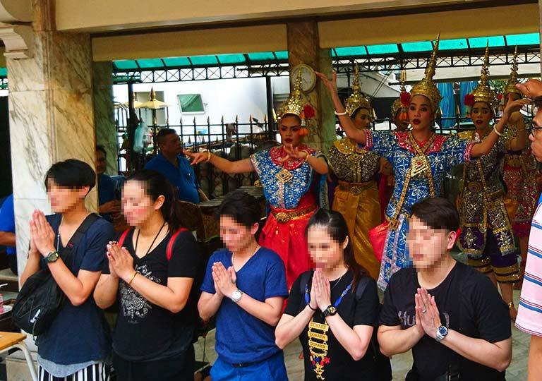 バンコク観光 エラワン廟 ダンサーによるタイ舞踊