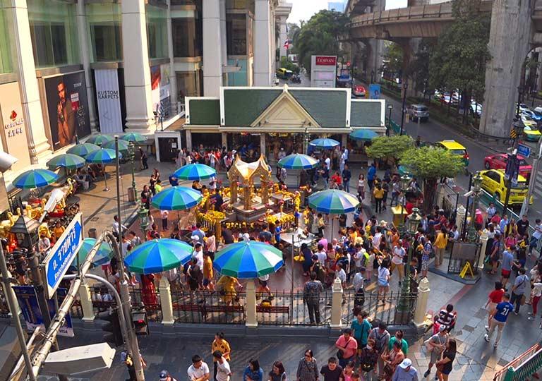 バンコク観光の穴場スポット エラワン廟(Erawan Shrine)