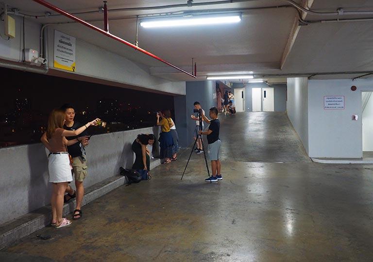 バンコク観光 タラートロットファイ・ラチャダーの撮影スポット エスプラネード(Esplanade)4階 駐車場
