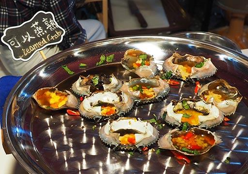 バンコク観光 ナイトマーケット タラートロットファイ・ラチャダー(Talat rotfai ratchada) 屋台グルメ 蒸し蟹
