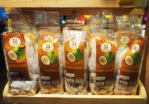バンコク観光 ナイトマーケット タラートロットファイ・ラチャダー(Talat rotfai ratchada)ココナッツトフィー