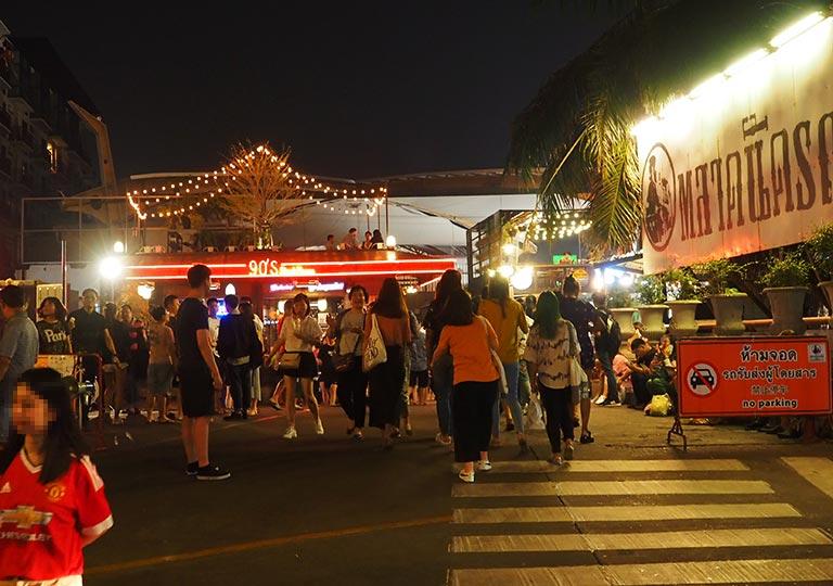 バンコク観光 ナイトマーケット タラートロットファイ・ラチャダー(Talat rotfai ratchada) 入り口