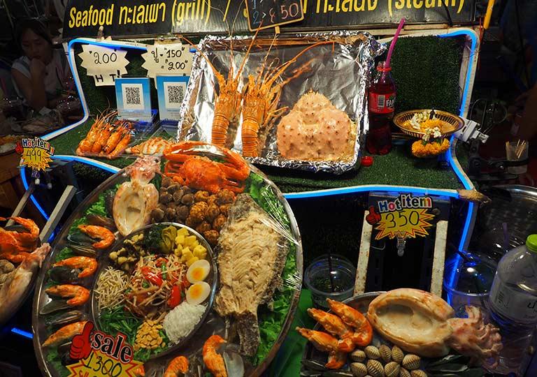 バンコク観光 ナイトマーケット タラートロットファイ・ラチャダー(Talat rotfai ratchada) 屋台グルメ シーフード