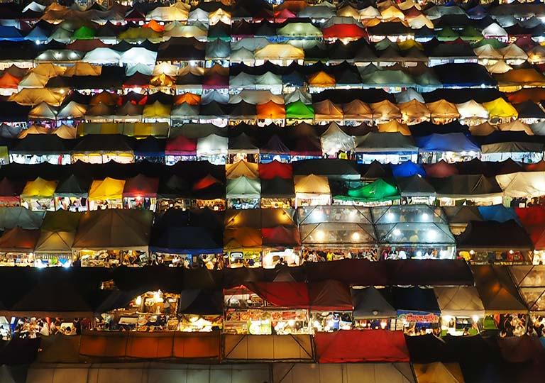 バンコク観光 ナイトマーケット タラートロットファイ・ラチャダー(Talat rotfai ratchada)