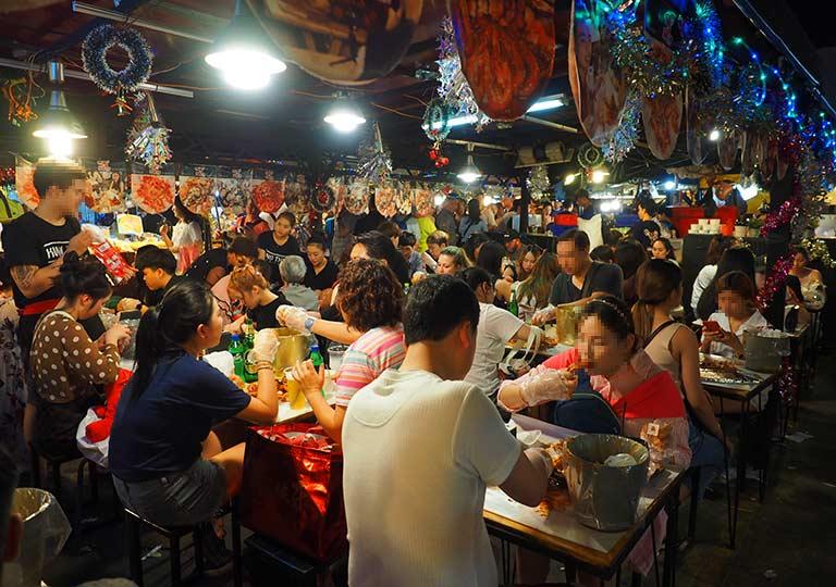 バンコク観光 ナイトマーケット タラートロットファイ・ラチャダー(Talat rotfai ratchada) 屋台グルメ