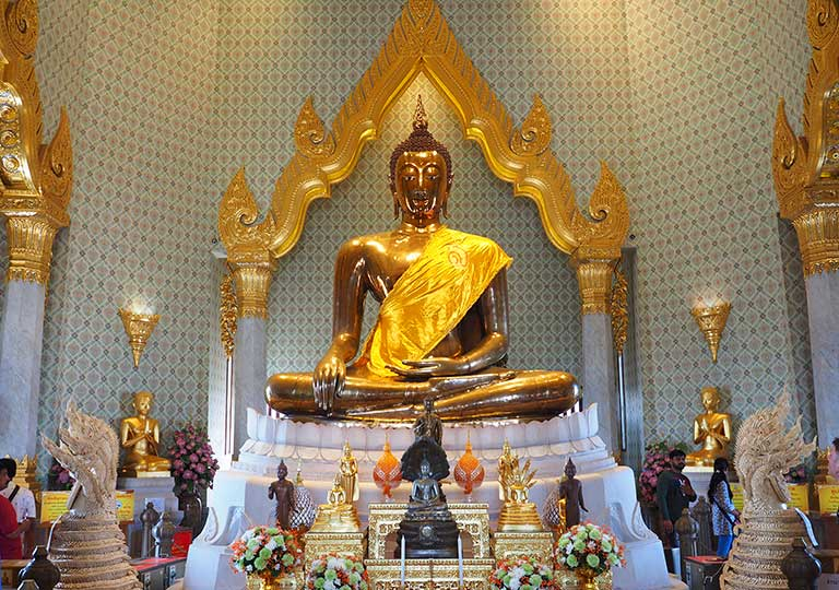 バンコク観光の穴場スポット ワットトライミット(Wat Trimit) 黄金の仏像
